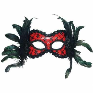 Oogmasker rood met zwarte veertjes
